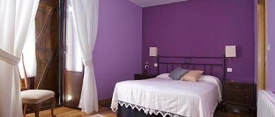 Habitación lila. Alojamiento turismo rural Sopuerta.