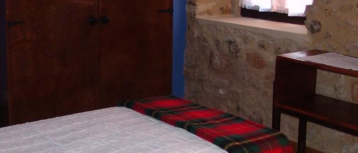 Detalle de una habitación. Alojamiento turismo rural Sopuerta.